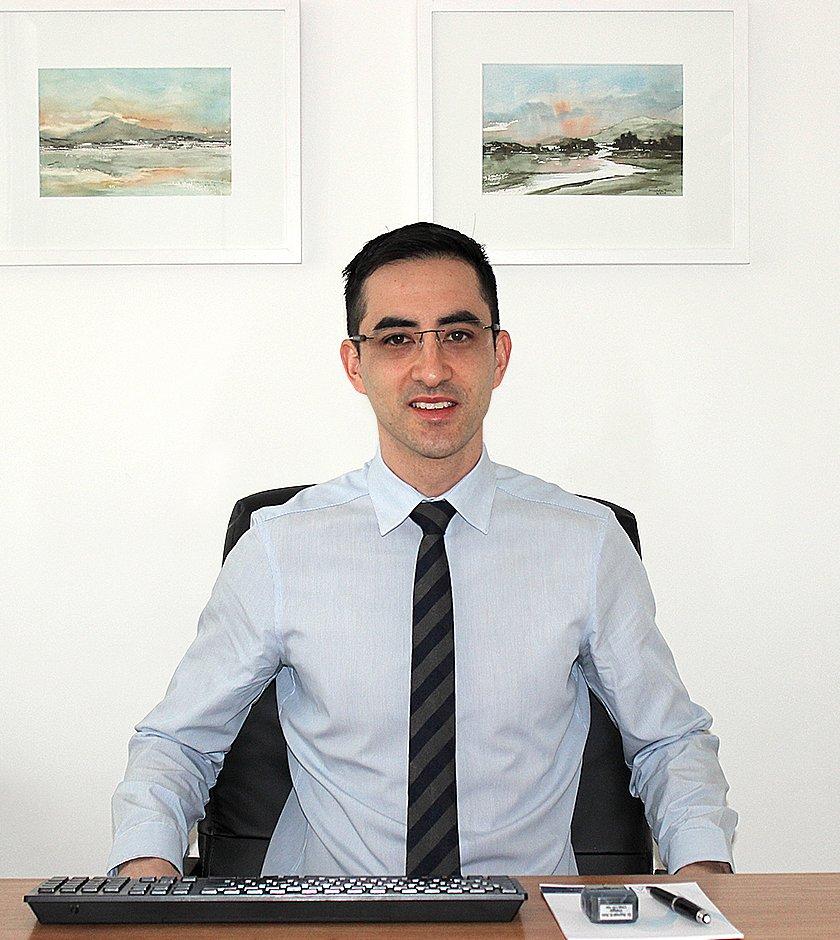 Dr. Raphael Kato | Médico Urologista